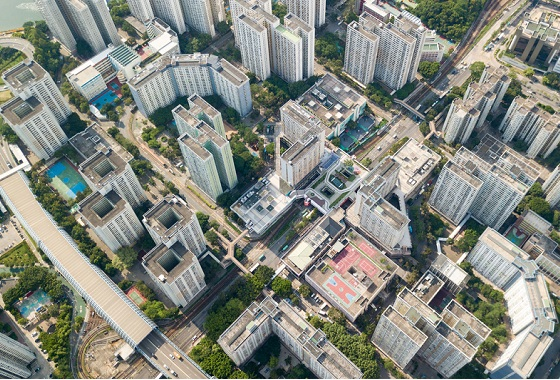 That is why relying on one measure to resolve our city's housing and land shortage is not just inadequate, but also risky. The right way is for the government to adopt a multi-pronged approach to increasing the land supply, including reclamation off the east of Lantau Island, if it is to succeed in resolving the housing problem.